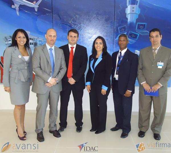 foto de grupo de trabajo para la contratación de viafirma en el IDAC