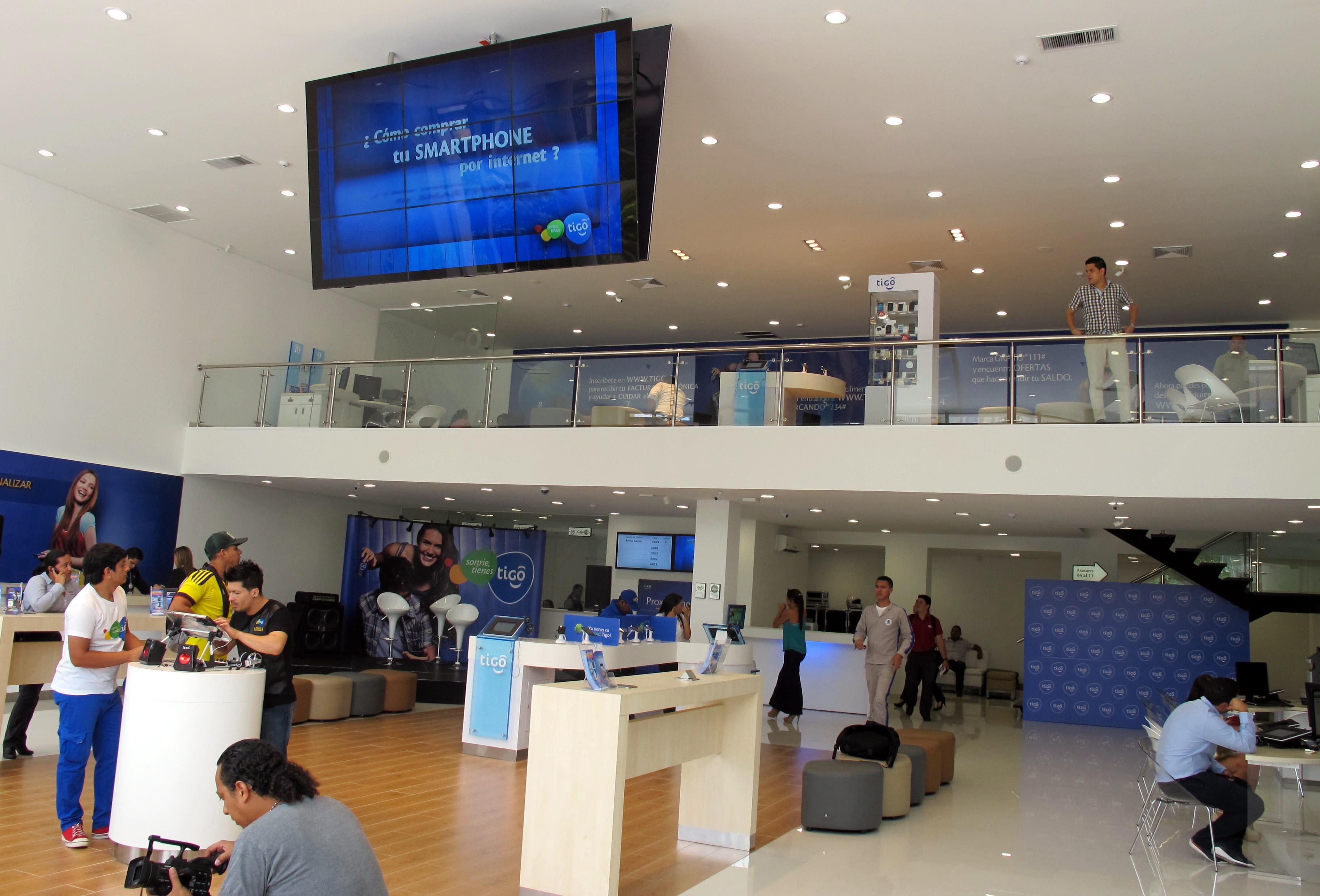 Firma digitalizada avanzada en Colombia - Centro de Experiencia Tigo en Barranquilla horas antes de su inauguración