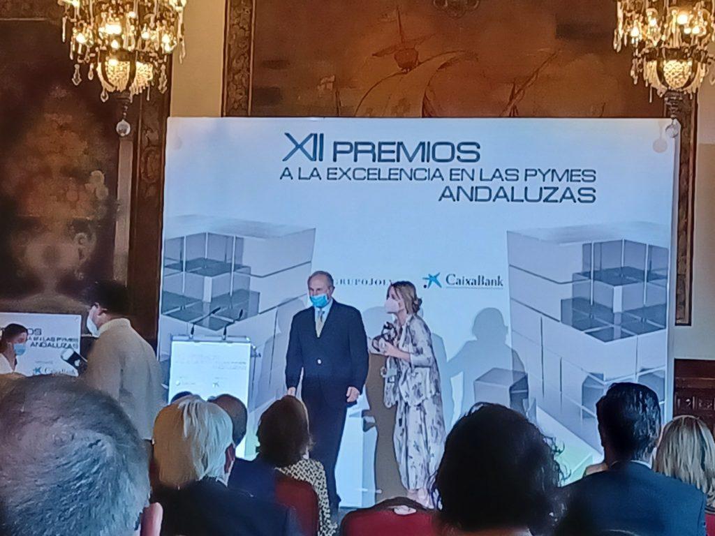 Nuestro CEO Antonio Cabrera recibiendo el premio
